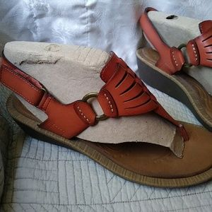 Clarks size 9 brown wedge sandals